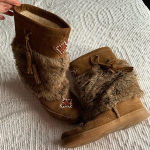MINNETONKA moccasins boots 8